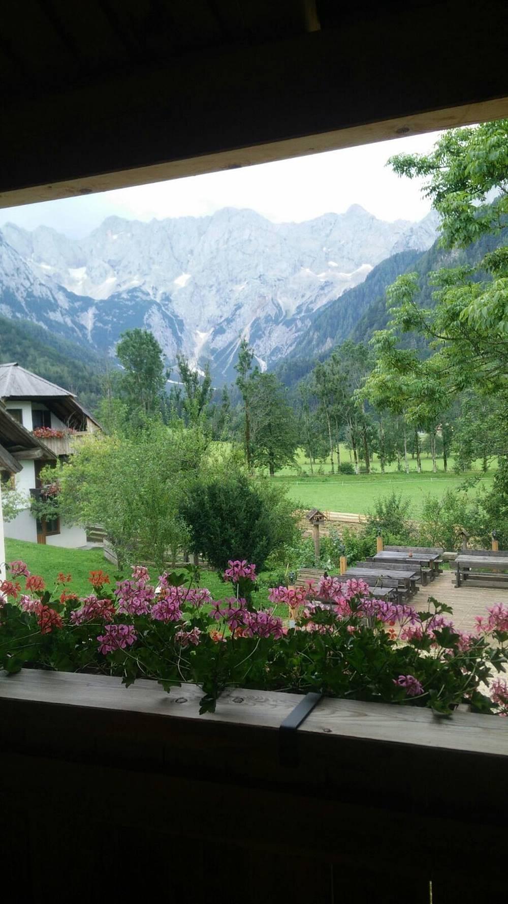 Analia E Eslovenia Tierra de Dragones Verano 2016 NUestro balcon en los Alpes